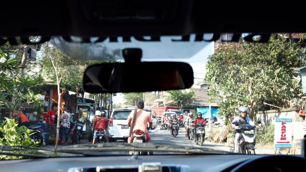 Straßenverkehr auf Bali