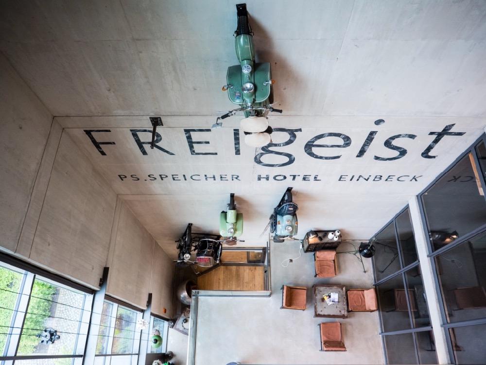 Die Wand mit Motorrädern im Hotel FREIgeist Einbeck PS.SPEICHER